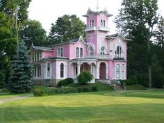 The famous French pink house. Wellsville,NY.  Ooooooohhhh!  Dreamy!