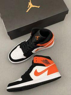 Orange Nike Shoes, Nike Air Shoes, Nike Air Jordans, Jordans For Men, Sneakers Nike, Jordan Sneakers, Converse Shoes, Jordan Shoes Girls, Air Jordan Shoes