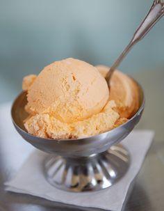 Recette Sorbet mandarine Thermomix : Mélangez le jus de mandarine et le jus d'un citron. Versez dans un bac à glaçons et placez au congélateur 3h minimum ...