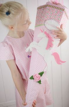 DIY: Sewn school bag and a matching dress for school enrollment. by titatoni. Baby Play, Baby Kids, Diy For Kids, Cool Kids, Schultüte Diy, School Enrollment, Diy Back To School, Horse Crafts, Famous Last Words