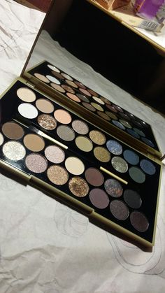 Makeup revolution fortune favours the brave palette. This thing is amazing. I love it so much.