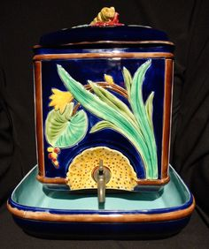 Sarreguamines, Lidded Water Fountain with Lavabo