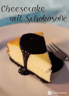 Unser Sonntagskuchen heute: Cheesecake mit Oreokeksboden und Schokosoße! Gebacken für das Kuchenbuffet in der WDR Lokalzeit Münsterland!