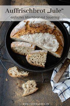 Ein einfaches Mischbrot, ideal zur Verwertung von Sauerteigresten, ein sogenanntes Auffrischbrot. Einfach, bodenständig und sehr flexibel. Die Mehle können ausgetauscht werden und eine Übernachtgare ist nach Wunsch auch möglich. Mit Mehltabelle. Kamut, Kenwood Cooking, Iron Pan, Grill Pan, French Toast, Grilling, Bread, Baking, Breakfast