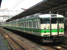 ↑新潟駅に停車中のクハ115-552新潟L1編成他。