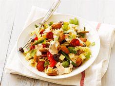 Chorizo-pastasalaatti Chorizo, Pasta Salad, Cobb Salad, Ethnic Recipes, Food, Crab Pasta Salad, Essen, Meals, Yemek