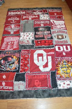 Oklahoma Sooners T Shirt Rag Quilt - amazing idea! I don't sew very well but think I could manage that! Oklahoma Sooners Football, Ou Football, Collage Football, American Football, Boomer Sooner, University Of Oklahoma, College Fun, Rag Quilt, Clothes Crafts