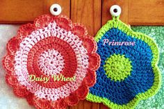Daisy Wheel and Primrose Dishcloths free pattern Crochet Daisy, Crochet Home, Knit Or Crochet, Crochet Motif, Crochet Crafts, Yarn Crafts, Crochet Flowers, Crochet Projects, Crochet Patterns