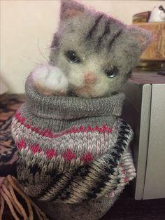 羊毛フェルト猫…。まだ練習中なので顔と体だけ作ってみた…。