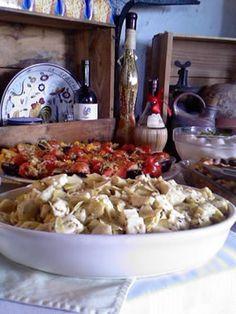Taglierini Con Tartufo - Taglierini Pasta in a creamy fontina cheese based sauce with truffles Italian Foods, Italian Desserts, Italian Pasta, Italian Dishes, Just Desserts, Italian Recipes, Truffle Mushroom, Lagotto Romagnolo, Fontina Cheese