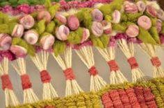 telar mural decorativo - Buscar con Google Weaving Textiles, Weaving Art, Tapestry Weaving, Loom Weaving, Hand Weaving, Weaving Projects, Crafty Projects, Cute Crafts, Diy Crafts