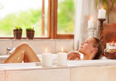 There is nothing better than being pampered with a relaxing day in the spa! Why not bring the spa to your home instead with a DIY spa day? In this day at home diy Natural Wart Remedies, Natural Remedies For Anxiety, Ways To Calm Anxiety, Essential Oils For Anxiety, Ard Buffet, Best Shave, Anxiety Remedies, Spa Day At Home, Close Shave
