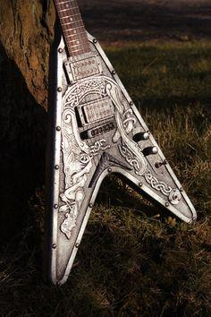 La Viking V concept de chez Hutchinson Guitar! Guitar Art, Guitar Songs, Cool Guitar, Guitar Painting, Small Guitar, Guitar Quotes, Ukulele, Unique Guitars, Custom Guitars