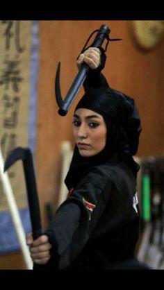 A real hijabi ninja. Me if I pursued the Mulan route XP Female Martial Artists, Martial Arts Women, Sports Hijab, Arte Ninja, Art Of Fighting, Modele Hijab, Islam Women, Iranian Women, Shadow Warrior