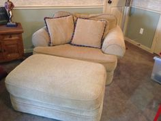 Over-Sized Chair and Ottoman . Yes plz. I can just sit and Pin