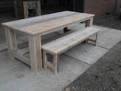 Steigerhout kloostertafel met bankje. Mooie robuuste steigerhout tafel voor binnen of buiten.