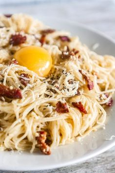 Carbonara With Egg, Easy Spaghetti Carbonara, Easy Carbonara Recipe, Pasta Carbonara, Authentic Spaghetti Carbonara Recipe, Easy Pasta Recipes, Spaghetti Recipes, Entree Recipes, Dinner Recipes
