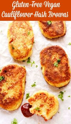 These healthy Gluten-Free Vegan Cauliflower Hash Browns are crisp on the outside and moist on the inside, so irresistible! Are you watching your weight and looking for low-carb healthy… Vegan Keto, Dieta Vegan, Vegan Gluten Free, Vegan Food, Paleo Diet, Delicious Vegan Recipes, Gourmet Recipes, Low Carb Recipes, Vegetarian Recipes