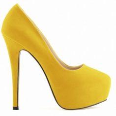SCARPIN CAMURÇA AMARELO - Scarpin de couro ecológico em camurça. Salto de 14cm e meia pata de 4cm. Sapatos Importados. Tamanhos 33 ao 40. Valor R$ 339,00