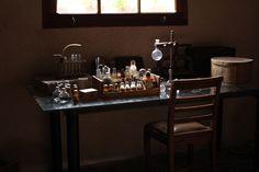 ・フランスのアンティーク理科実験器具 ・ラボラトワールの薬品瓶と実験器具陳列台 ・硝子の実験器具と骨格標本のある理科室 ・フランスの古い試験管と試験管立て ・1895年のアナトミー・アーティスティック