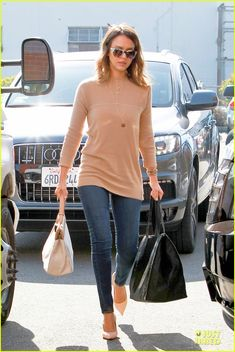 I love the fit and length of this top. The whole look is really classy. I like the long necklace style that is happening as well.