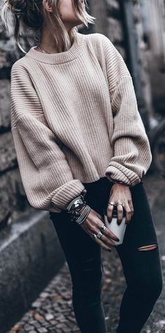fall outfit idea : blush sweater + black ripped jeans