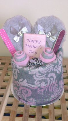 21 DIY Mother's Day gift basket ideas - house decoration - Best Picture For DIY Mothers Day brunch For Your Taste You are looking for something, and it i Mothers Day Baskets, Mother's Day Gift Baskets, Mothers Day Crafts For Kids, Diy Mothers Day Gifts, Mother Gifts, Gifts For Mom, Mothers Day Ideas, Raffle Baskets, Diy Mother's Day Crafts