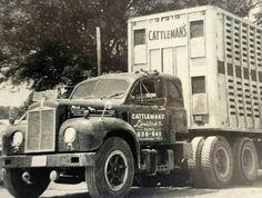 Old Mack rig Old Mack Trucks, Big Rig Trucks, Semi Trucks, Cool Trucks, Antique Trucks, Vintage Trucks, Cattle Trailers, Freight Truck, Truck Transport