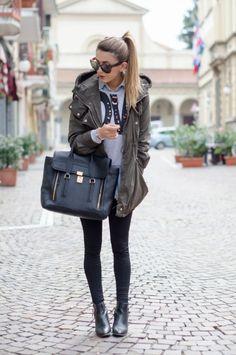 """OUTFIT AUTUNNO 2013: PARKA VERDE MILITARE & FELPA CON STAMPA Nicoletta Reggio fashion blogger """"Scent of obsession""""  ottobre 2013"""