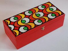 Marula. Artesanos argentinos. Painted Trunk, Painted Wooden Boxes, Beer Shop, Wooden Trunks, Indian Folk Art, Art Journal Pages, Tissue Boxes, Furniture Projects, Decoupage