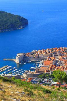 Son #mélange unique de #glamour et d'#authenticité fait de la #Croatie une #destination de choix, où les #plages baignées par des eaux #bleu saphir rivalisent avec des #trésors culturels. Voici 17 lieux et façons de découvrir l'une des plus belles #destinations de l'#Adriatique. Lonely Planet, Voici, Destinations, Europe, Glamour, River, Unique, Outdoor, Blue Sapphire