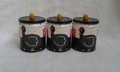 Conjunto de porta condimentos com 3 latas recicladas.  Linda para decorar sua cozinha e guardar seus temperos.  Produto exclusivo. Não vendido separadamente. R$ 28,90