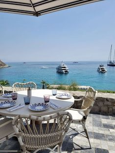One of the best restaurants in Mykonos now has a Michelin-starred chef - The Hotel Trotter Edition Hotel, Mykonos Hotels, Hotel Guest, Trotter, Outdoor Furniture Sets, Outdoor Decor, Best Hotels, Greece, Restaurants