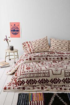 Nórdico con motivos étnicos y una combinación de colores muy cálida.
