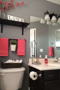 ideas to decorate a small bathroom with colour.                                                                                                                                                                                 More