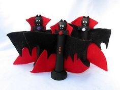 Clothespin Vampire Bats Watch outvampires are on the loose! Just in time to add some scare to your Halloween decorations. The post Clothespin Vampire Bats was featured on Fun Family Crafts. Scary Halloween Crafts, Halloween Decorations, Happy Halloween, Halloween Ideas, Halloween Ornaments, Monster Party, Recycled Crafts Kids, Crafts For Kids, Diy Arts And Crafts