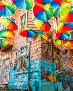 Whoa – so many colors in just one corner of Istanbul! What a city! Umbrella Street, Umbrella Art, Studio 24, Istanbul Travel, Turkey Travel, Travel And Leisure, Travel Tips, Travel Destinations, Istanbul Turkey