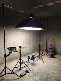 Pin by jay tran on lighting setups освещение в фотографии, и Photography Studio Setup, Photography Lighting Setup, Photo Lighting, Still Life Photography, Light Photography, Photography Gear, Studio Lighting Setups, Fotografia Tutorial, Accessoires Photo