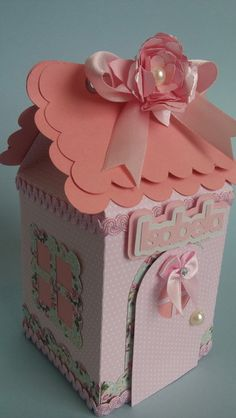 Embalagem para lembrancinha de festa infantil ou para decoração de festa.    Pode-se colocar dentro: mini suspiros, marshmallows.    Temas: shabby chic, chá de bonecas, boneca antiga, princesas, branca de neve ou outro de menina.    Confeccionada em papel de gramatura 180gr (papel de scrap), rosa...