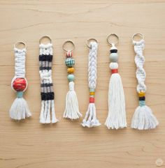 Tassel Keychain, Diy Keychain, How To Make Keychains, Diy Tassel, Tassels, Macrame Projects, Craft Projects, Sewing Projects, Diy Accessoires