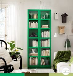Green Bookcase, contrast  #lifeinstyle #greenwithenvy