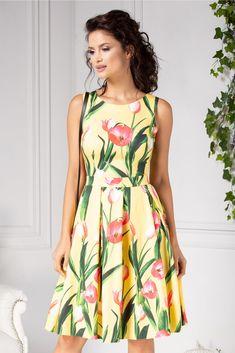 Rochie LaDonna clos de vara galbena cu lalele fucsia Summer Dresses, My Style, Girls, Fashion, Toddler Girls, Moda, Summer Sundresses, Daughters, Fashion Styles