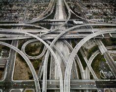 Highway #1. Intersection 105 & 110. Los Angeles, Kalifornien, USA, 2003 | © Edward Burtynsky/Courtesy Nicholas Metivier, Toronto und Stefan Röpke, Köln