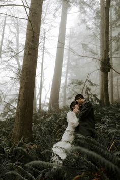 A moody forest and foggy elopement in Portland, Oregon at Witch's Castle where the bride is wearing a vintage thrifted wedding dress. Pre Wedding Poses, Wedding Couple Poses Photography, Wedding Couples, Wedding Photos, Prom Photos, Vintage Prom, Witches Castle, Cheap Wedding Dress, Wedding Dresses