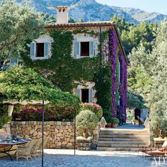 Exterior : Michael S. Smith Renovates an Estate in Majorca, Spain : Architectural Digest Architectural Digest, Spanish Villas, Purple Home, Mediterranean Garden, Spanish House, Exterior Design, Outdoor Gardens, Countryside, Beautiful Homes