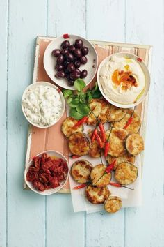 Meze platter with fried eggplant - serve with hummus, black olives, tzatziki, sundried tomatoes and roasted red chilies. Turkish Recipes, Greek Recipes, Ethnic Recipes, Meze Platter, Snack Platter, Greek Meze, Traditional Thanksgiving Recipes, Greek Appetizers, Georgia