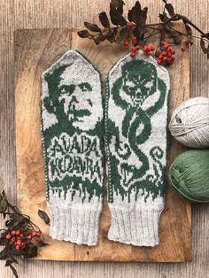 Ravelry: Lord Voldemort pattern by Lotta Lundin Slytherin Harry Potter, Harry Potter Facts, Harry Potter Movies, Mittens Pattern, Knit Mittens, Lord Voldemort, Fair Isle Knitting, Photo Tutorial, Severus Snape