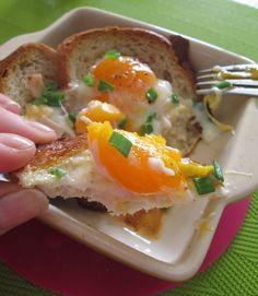 jajko zapiekane z chlebem