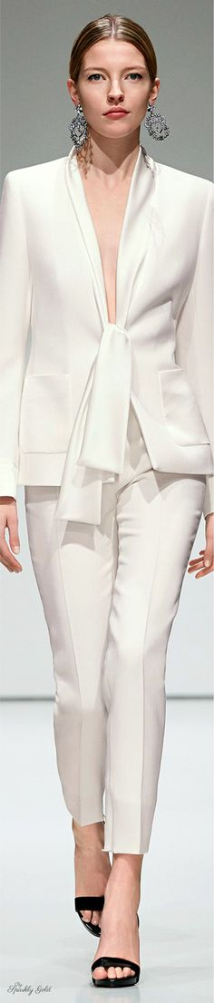 Escada Fall 2016 Ready to Wear Fashion Show women + White Outfits, Cool Outfits, Fashion Show, Fashion Outfits, Womens Fashion, Fashion Trends, Office Fashion, White Fashion, Hijab Outfit