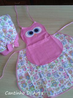 01 Avental infantil em tecido 100% algodão e aplicação em patchwork. <br>01 chapéu chef de cozinha infantil. <br>As cores podem variar conforme a disponibilidade dos tecidos.